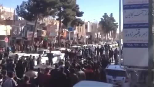 The Iranian people against the mullahs in streets